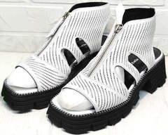 Модные босоножки ботильоны на платформе и каблуке Marani Magli 163-854-01 White Black.