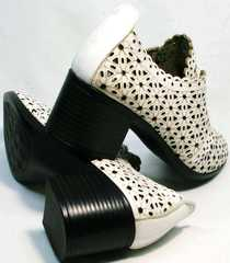 Белые летние босоножки туфли женские на среднем каблуке Arella 426-33 White.