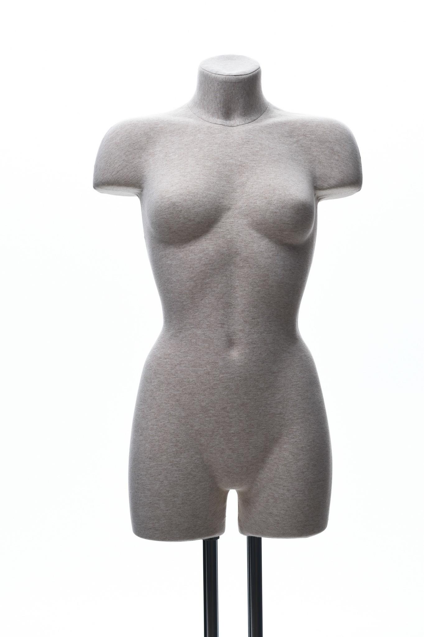 Демонстрационный женский манекен с выраженным рельефом и бедром 44-46 размер (телесный)