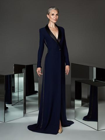 Вечернее платье классическое в стиле смокинга