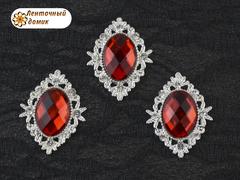 Камни овалы в ромбовой оправе светлое серебро красные