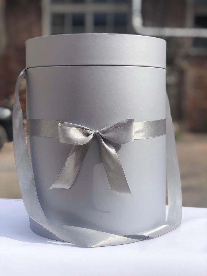 Шляпная коробка 22,5 см Цвет: Серебро . Розница 450 рублей