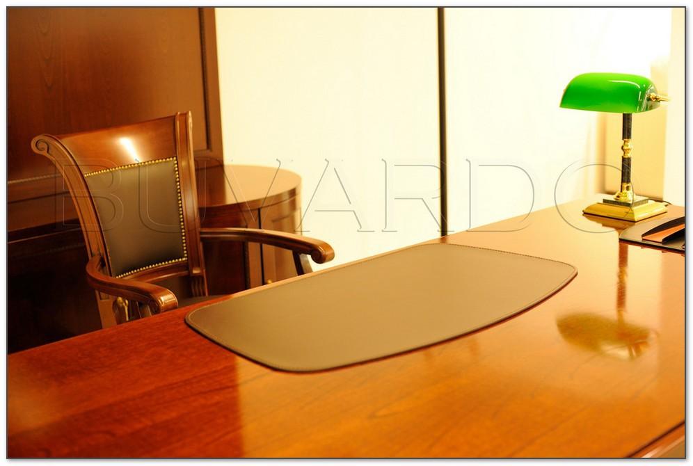 Бювар модель 4 на столе руководителя в кабинете.