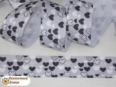 Лента репсовая Черно-белые сердечки на сером 38 мм