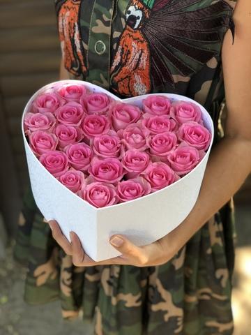 Сердце из розовых роз в коробке