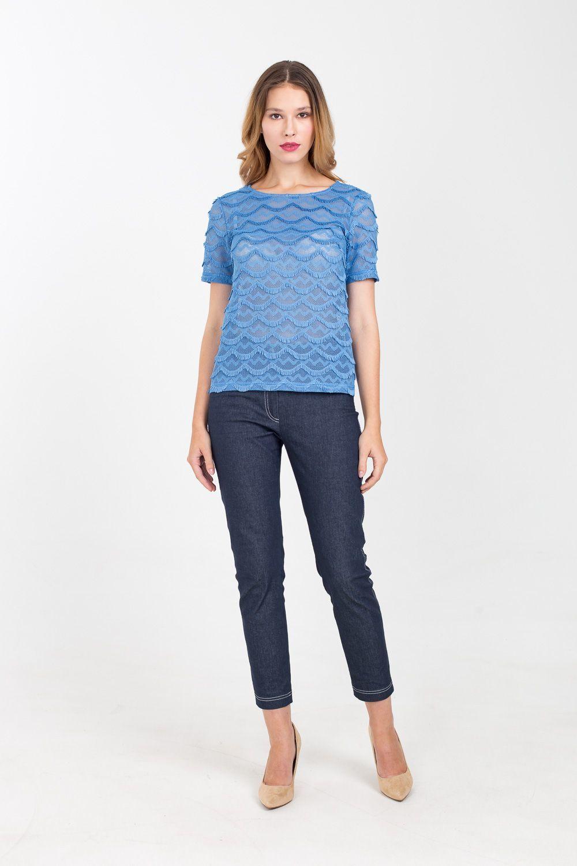 Брюки А474-595 - Базовая часть гардероба не обходится без лаконичных брюк универсального цвета. Модель зауженного силуэта благодаря эластану удобно садится на фигуру. Такие брюки легко вольются в состав повседневного или делового образа.