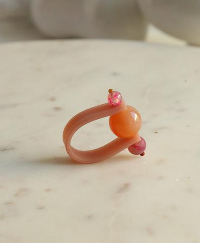 Кольцо на розовом ремешке КЛЮКВА В КАРАМЕЛИ