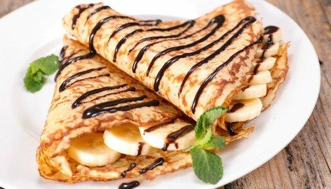 Блин фаршированный с бананом и шоколадной пастой «Нутэлла»