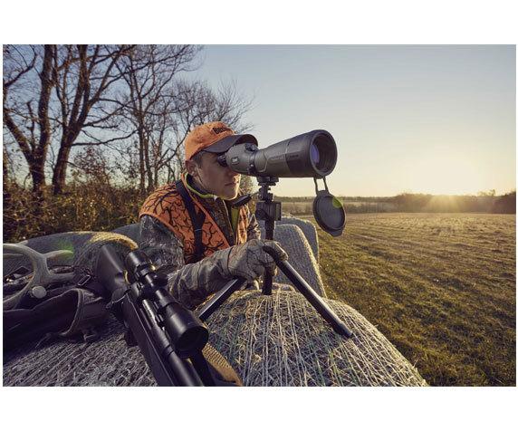 Охотник с трубой Bushnell Xtreme 20-60x 65 в засаде