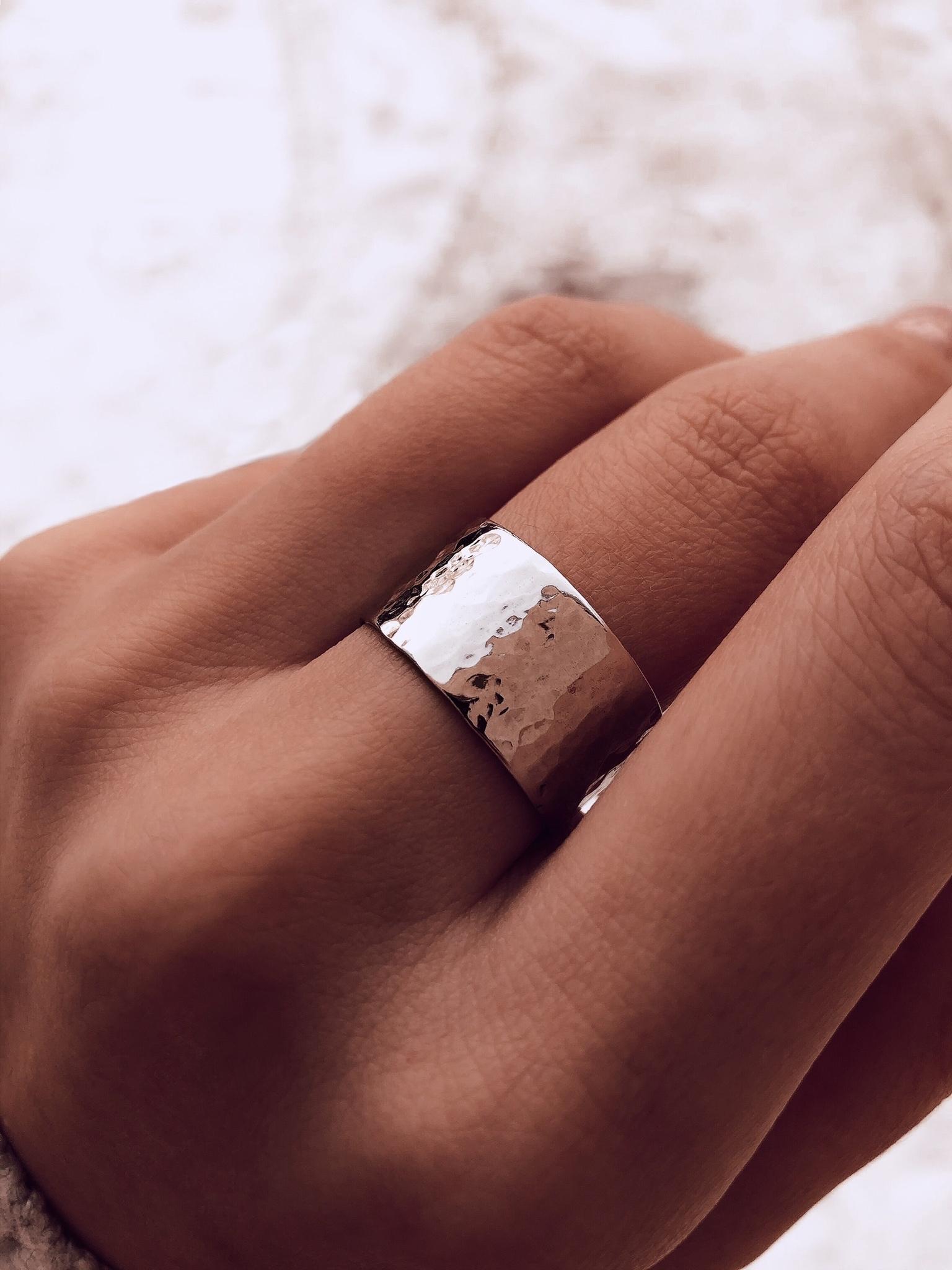 Серебряное битое широкое кольцо