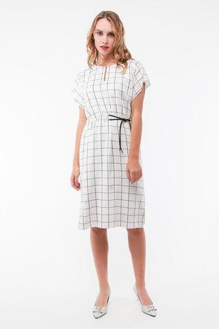 Фото белое легкое платье в клетку без рукавов с заниженным плечом - Платье З439-123 (1)