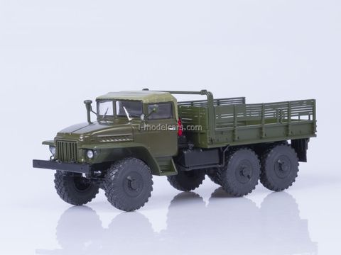 Ural-375 tarp covered cabin board khaki 1:43 AutoHistory