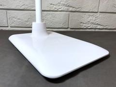 Белый настольный светильник TL-121
