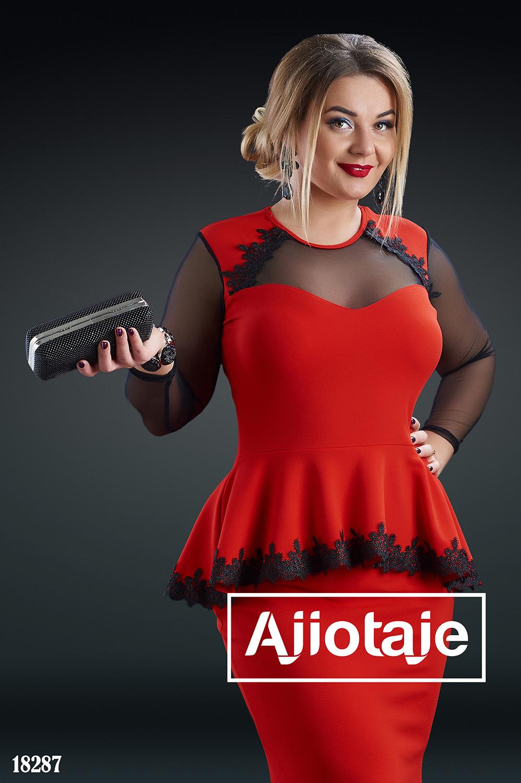 Элегантное платье в пол с кружевом красного цвета