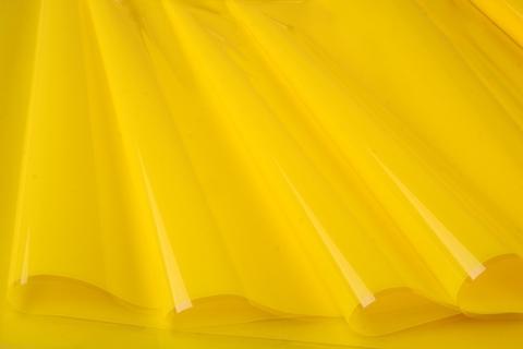 Пленка цветная лак 70 см х 10 м. Цвет: желтый