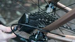 Щетка для чистки кассеты и колес велосипеда Muc-off - 2