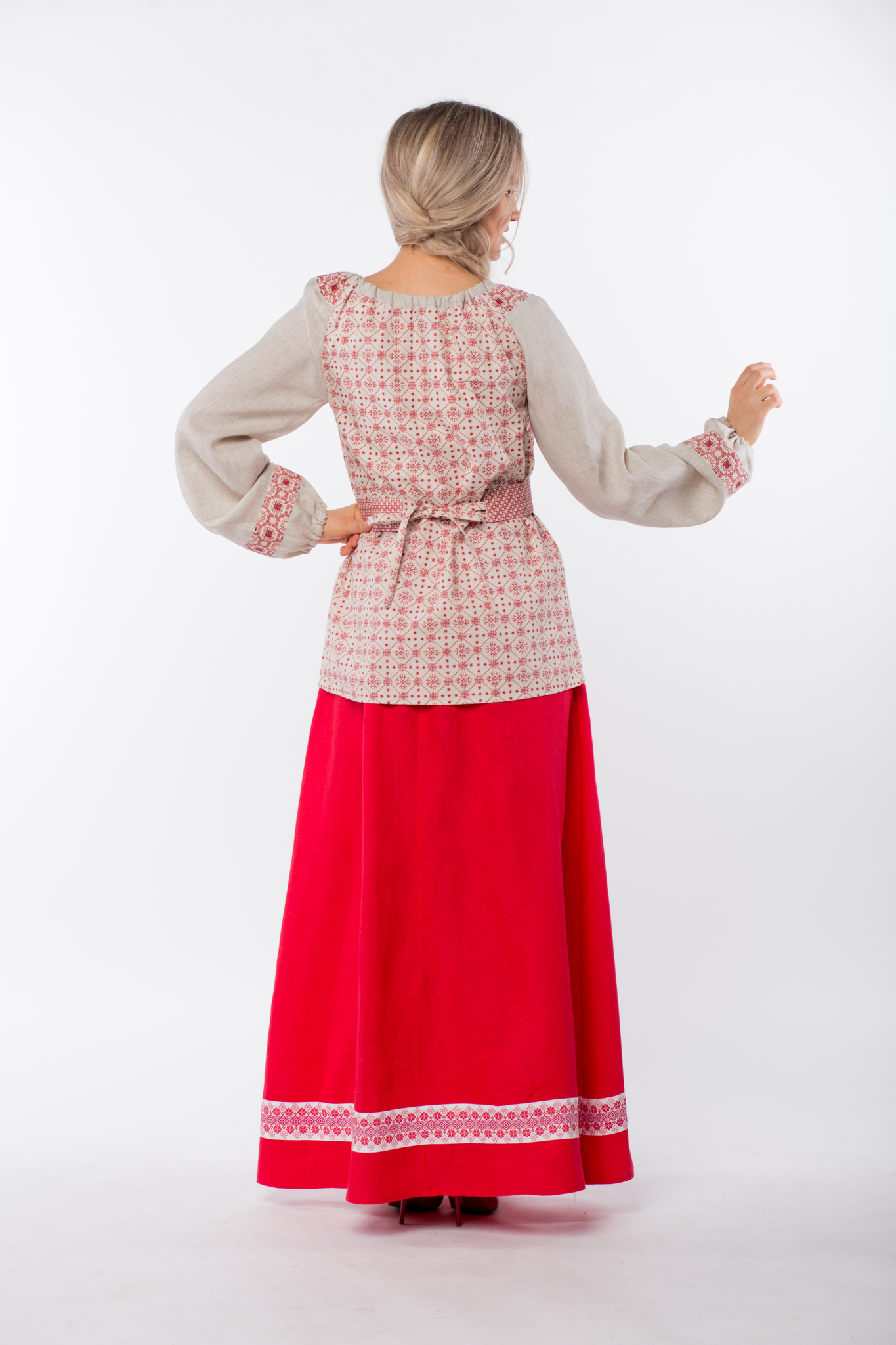 Блуза льняная Макошь на сером вид сзади