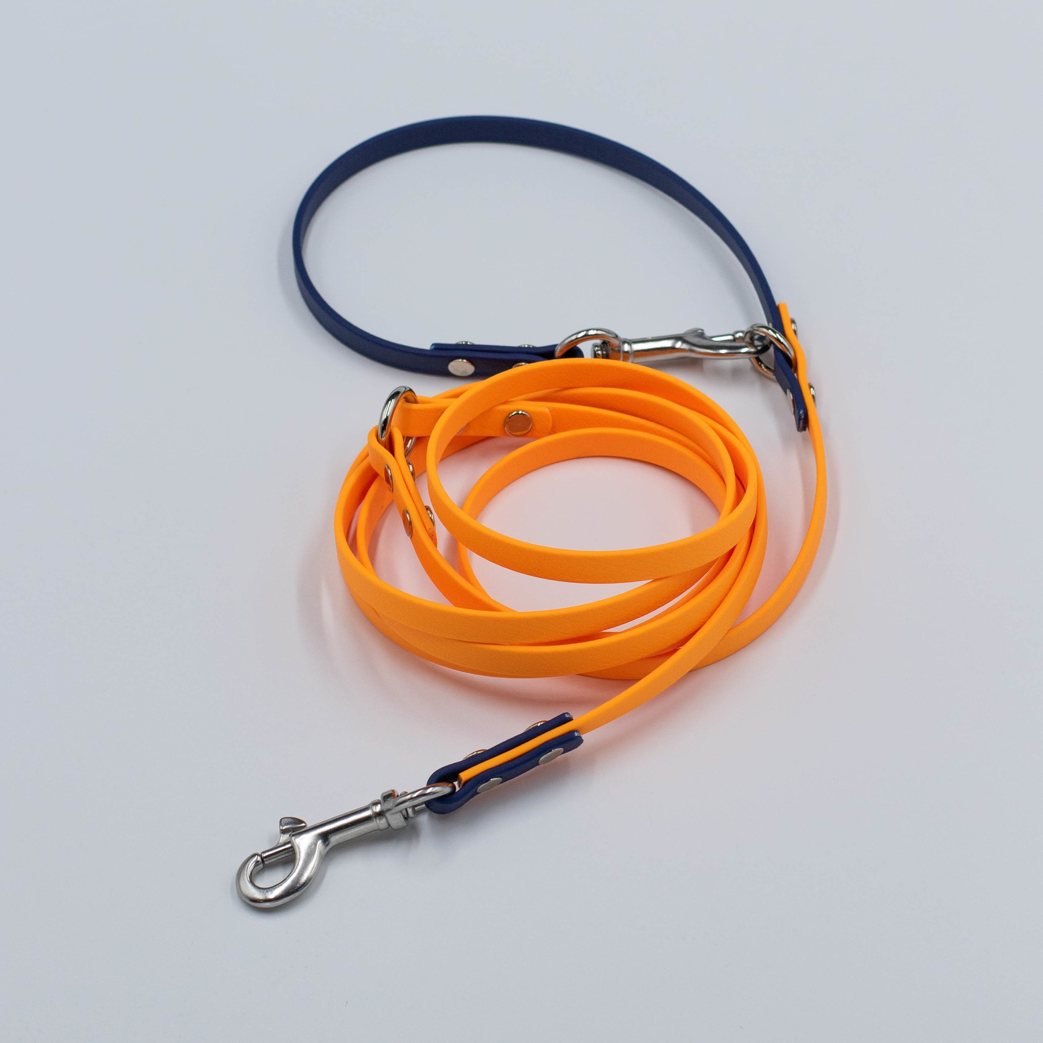 Поводок из стандартного биотана. Оранжевый & Темно-синий