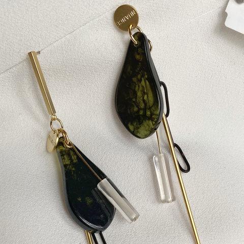 Серьги асимметричные с акриловыми лепестками и цепочками (зеленый)