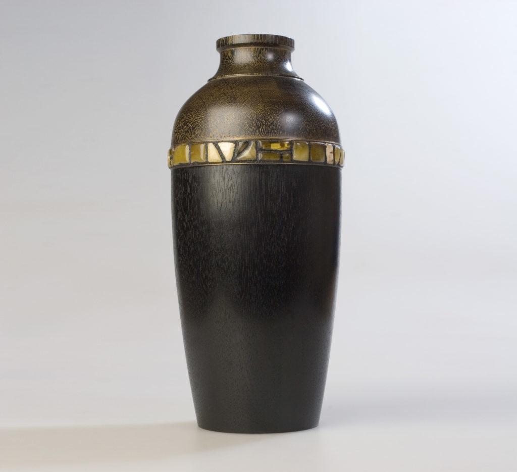 ваза из мореного дуба