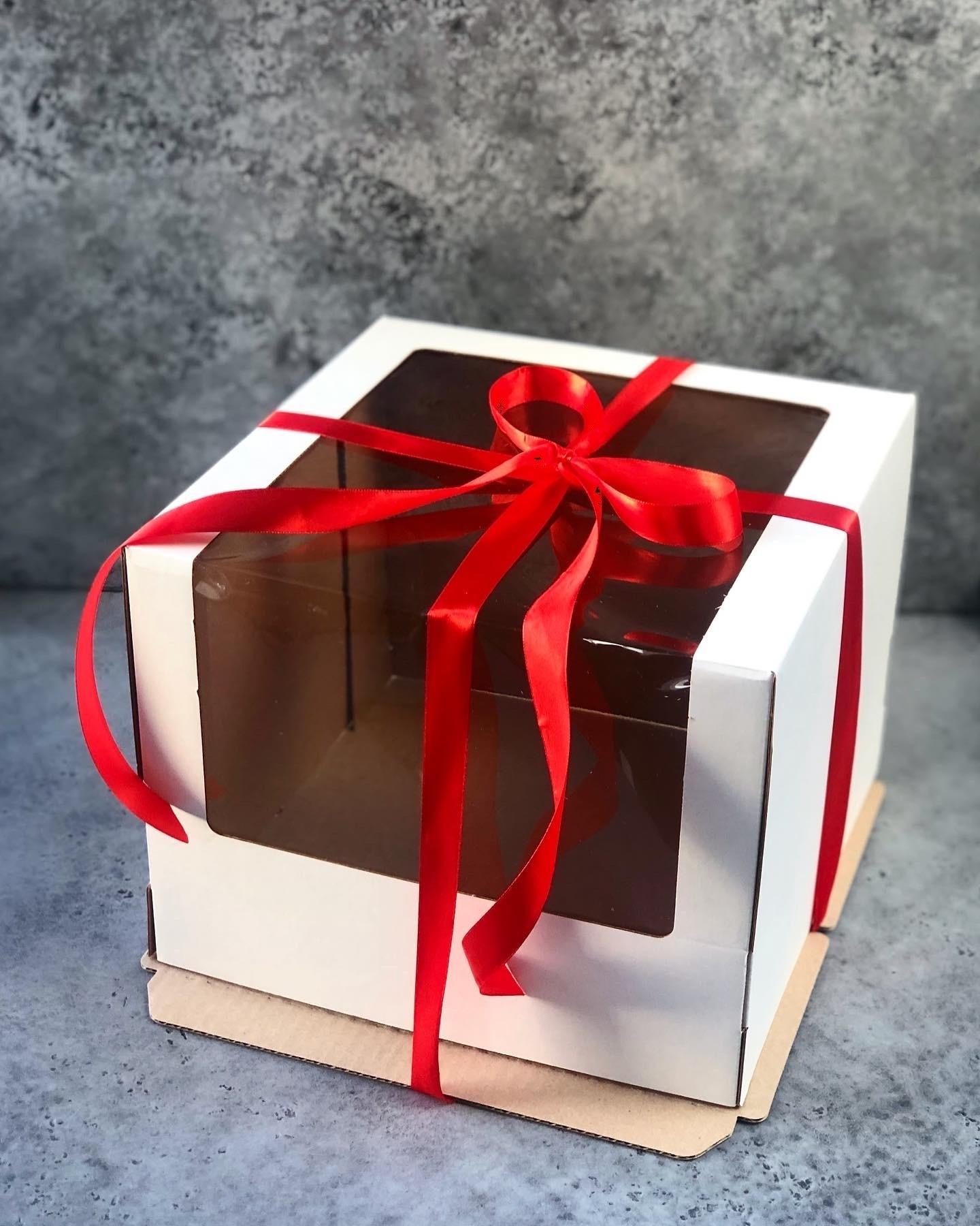 Коробка БЕЛАЯ для торта с окном, гофрокартон 30х30х22 см