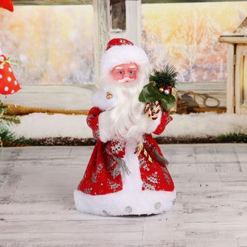 Дед Мороз в красной шубе с посохом