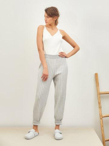 Женские брюки серого цвета из вискозы - фото 4