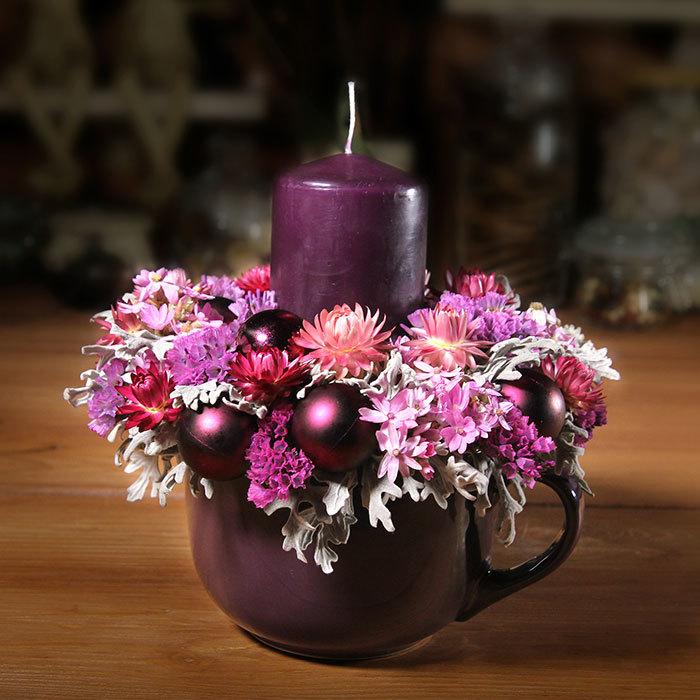 Декор пурпурная фиолетовая новогодняя интерьерная композиция с сухоцветами,  свечой и  елочными шарами Пермь