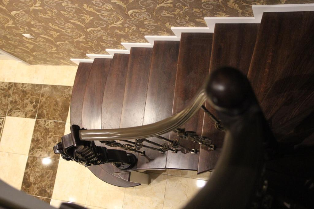 Отделка бетонной лестницы дубом. Проект №17