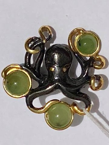 Осьминог-нефрит (брошь из серебра с позолотой).