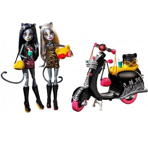 Пурсефона и Мяулодия на скутере