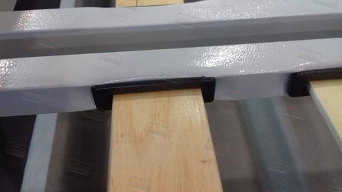 Качественная решетка ламели вставляются внутрь основания