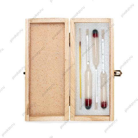Набор из ареометров и термометра в деревянном футляре