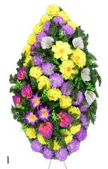 Венок украшенный цветами хризантем, калл и георгинов