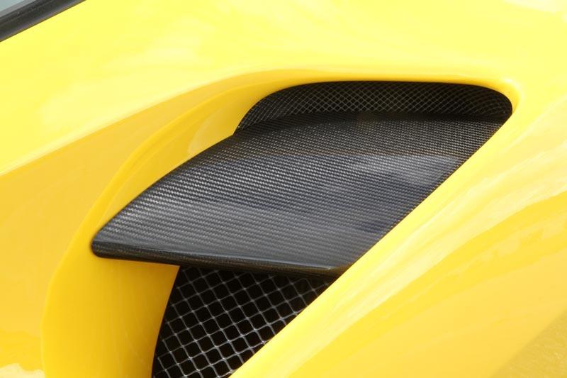 Карбоновое покрытие на боковую стенку с воздушной направляющей Novitec Style для Ferrari 488 GTB