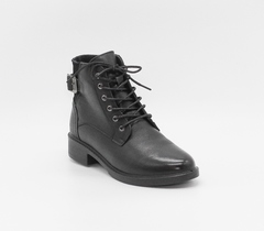 Ботинки из натуральной кожи с декоративной фурнитурой