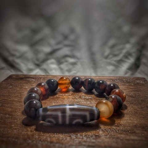 Каменный браслет с бусиной дзи 4 глаза из сердолика