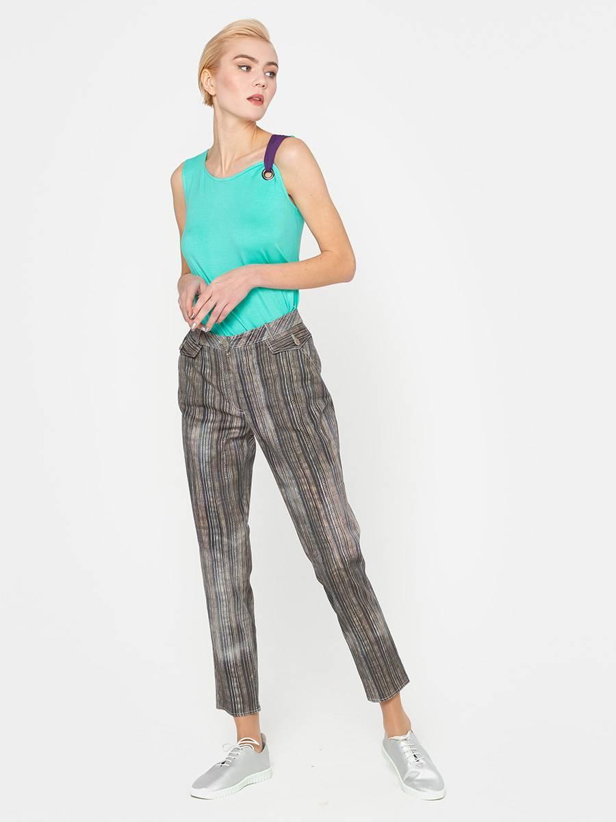 Брюки А449-376 - Зауженные джинсовые брюки-бананы. Вертикальная полоска и легкая потертость делают эту модель стильной и актуальной на многие сезоны.