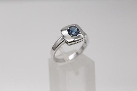 Кольцо из серебра в форме квадрата с топазом Лондон Блю 21GRE1945-69