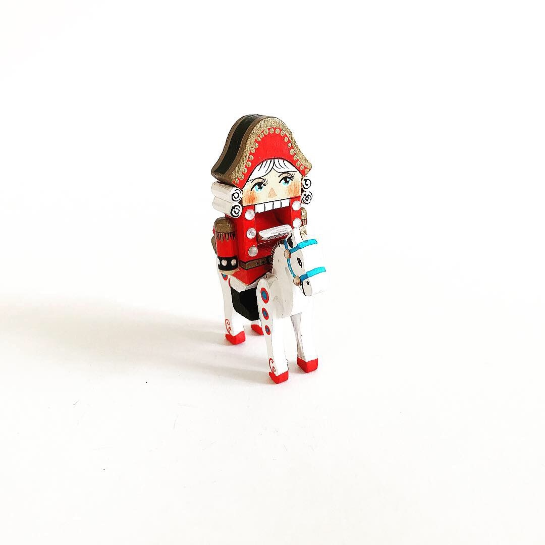 Деревянный Щелкунчик орехокол миниатюрный 6 см