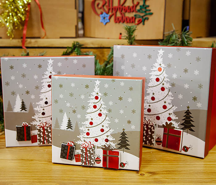 BOX262-1 Картонная коробка для новогодних подарков с елкой (16*16*7 см)