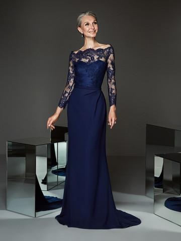 Вечернее платье классическое с кружевными рукавами