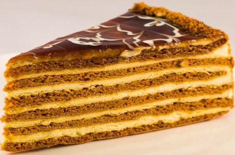 Торт-Медовик карамельный с белой глазурью