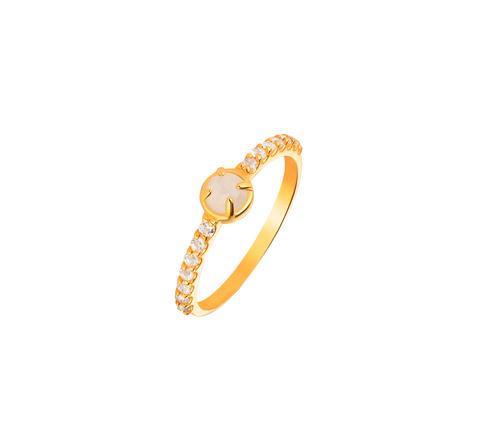Кольцо с лунным камнем и с дорожкой из топазов в позолоте