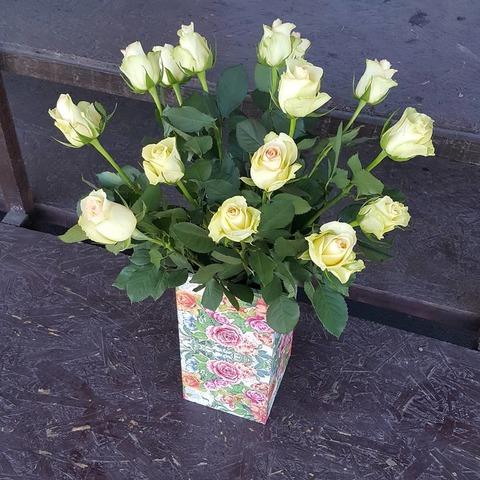 Ваза деревянная с розами 7