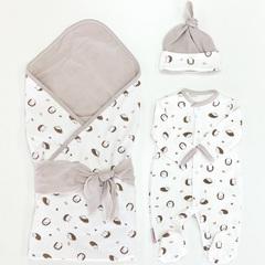 СуперМамкет. Комплект для выписки с комбинезоном, шапочкой и пледом Лесные ежики с лентой вид 3