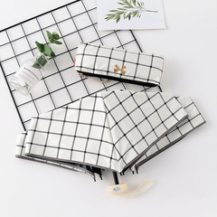 Японский плоский маленький зонт фирмы Yoco с защитой от солнца (белая клетка)