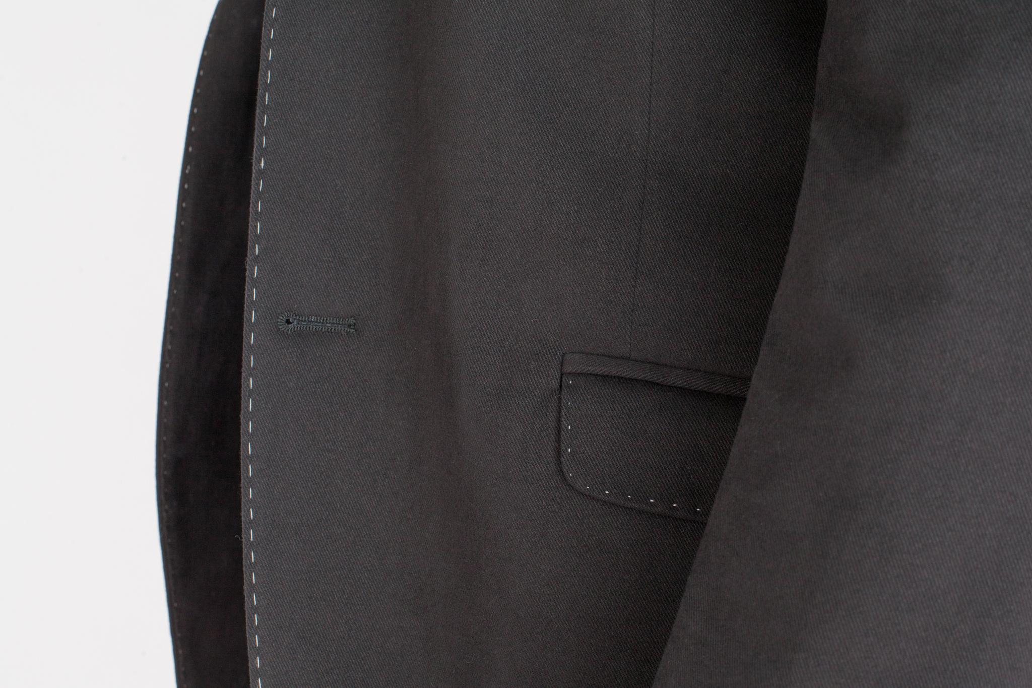 Чёрный хлопковый пиджак с контрастным швом, накладной карман