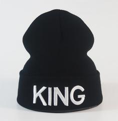 Вязаная шапка с отворотом и вышивкой King (Король), черная