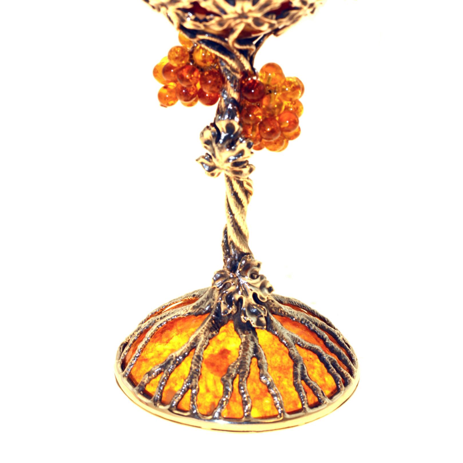 серебряный бокал из янтаря